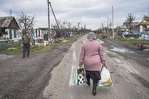 Пасха на Донбассе: грустно и дорого