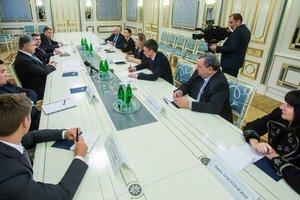 """Порошенко призвал французских депутатов противодействовать строительству """"Северного потока-2"""""""