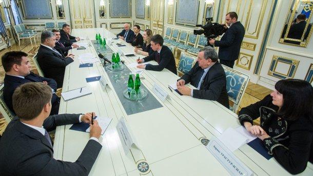 Порошенко призвал французских депутатов противодействовать строительству «Северного потока-2»