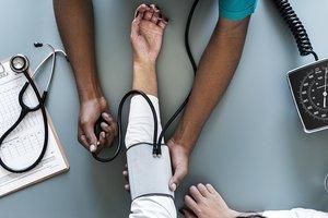 Врачи опровергли самые популярные мифы о здоровье
