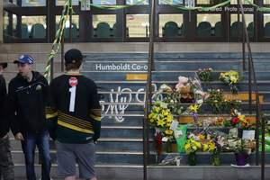 Число жертв ДТП автобуса хоккейной команды с грузовиком в Канаде возросло