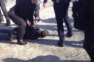 В центре Одессы с потасовкой задерживали хулиганов: опубликовано видео