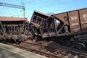 Во Львовской области сошел с рельсов поезд: опубликованы фото