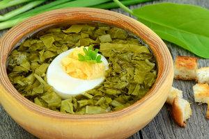 Рецепт дня: зеленый борщ со щавелем