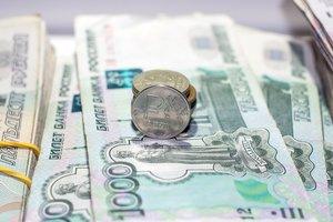 Санкции бьют по рублю: курс доллара в России устремился к рекордам