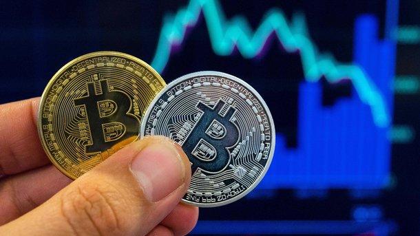 Курс биткоина поднялся выше 7000 долларов