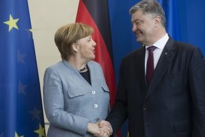 Четкий сигнал Украине: Березовец объяснил важность встречи Порошенко и Меркель