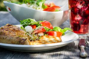 Идея для ужина: запеченная курица с прованскими травами и чесноком