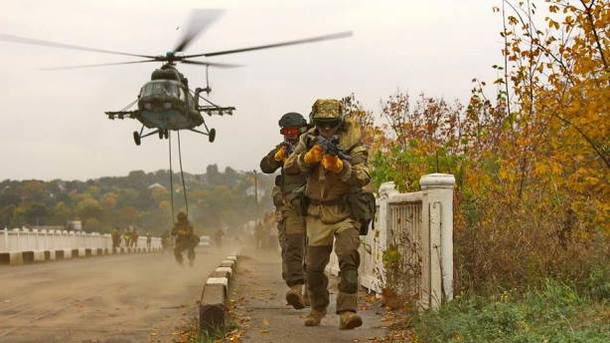 Турчинов: ВСУ занесколько недель могут разбить подразделения русских войск наДонбассе