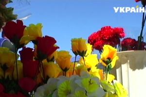 В Днепре борются с цветами из пластика в поминальные дни