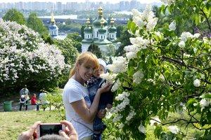 В этом году украинцы буду отмечать майские праздники четыре дня подряд