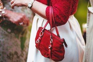 """Ретро-аксессуары снова в моде: """"плетеные"""" сумки и винтажные ридикюли"""