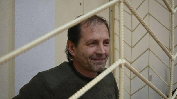 Архиепископ: Голодающего взастенках крымского украинца заставляют раздеваться догола иизбивают