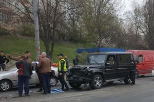 В Киеве пьяный автомойщик разбил чужой Mercedes