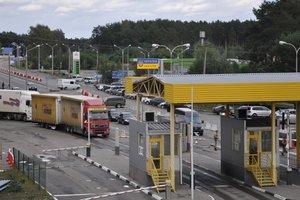 На границе со странами ЕС сотни автомобилей застряли в очереди