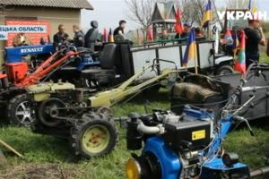 На Буковине провели тракторные гонки