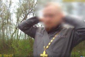 На Буковине выпивший батюшка хотел отслужить молебен прямо на трассе