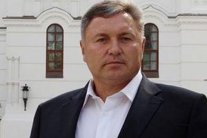 Глава Луганской области использует в работе опыт жизни в лесу и вскармливания волчат
