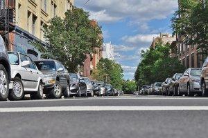 Без парковки в жилых кварталах: зачем это нужно и куда девать машины