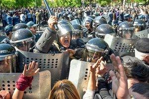 В Ереване 46 демонстрантов попали в больницу после столкновения с полицией