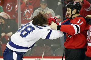 Российский хоккеист спровоцировал грандиозную драку в НХЛ