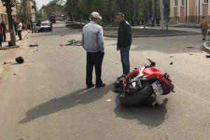Во Львовской области мотоциклист въехал в толпу - пятеро раненых