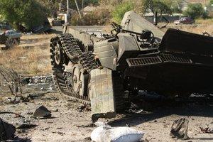 Боевики умудрились сжечь в Луганске свою же технику, но обвинили ВСУ