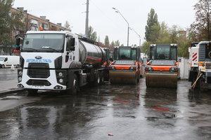 В Киеве снова начали ремонтировать дороги: список адресов