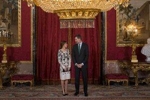 Тиара с бриллиантами и платье с жемчугом: королева Летиция произвела фурор на официальном приеме
