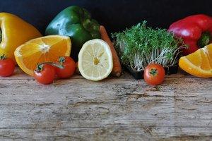 Дачный сезон открыт: что выгоднее выращивать на огороде, а что покупать