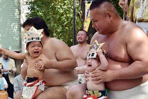 В Японии начался ежегодный фестиваль сумо