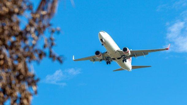 В небе над США взорвался двигатель авиалайнера: есть пострадавшие