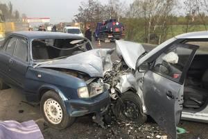 Под Киевом легковушки столкнулись лоб в лоб: погиб мужчина