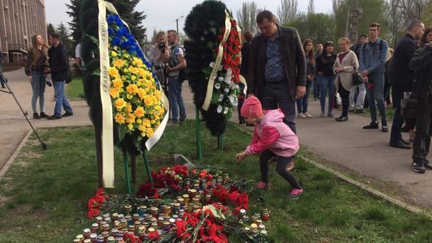 """""""Мама всем делала добро"""": в Кривом Роге прощаются с жертвами жуткого ДТП"""