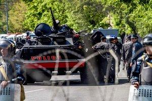 Протесты в Армении: полиция пригрозила воспользоваться оружием
