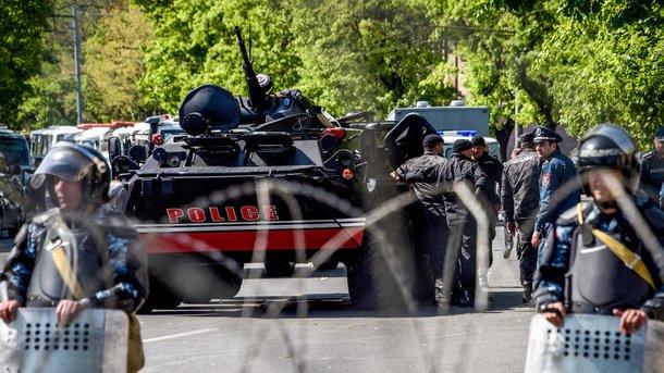 Оппозиция Армении заявила озадержании полицией десятков протестующих