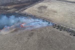 Дроны засекли, как российские пожарные поджигают поля