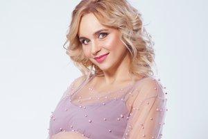 Беременная Лилия Ребрик поделилась трогательными фото с дочерью