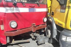 Из-за ДТП с трамваем и грузовиком в Харькове образовалась пробка: видео