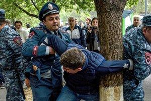 """Протесты в Армении: полиция начала """"зачистку"""""""