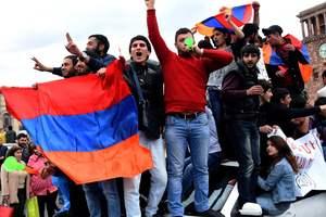 Протесты в Армении набирают обороты, полиция задержала десятки людей