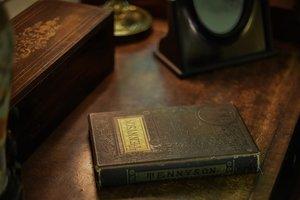 Украинка пыталась тайно вывезти в Россию старинную книгу, но попалась на границе