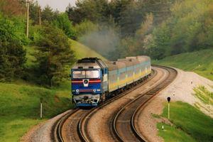 Что ожидает украинцев в мае: подорожание билетов на поезда, перерасчет субсидий и новый безвиз