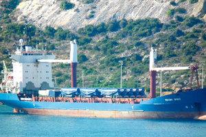 После ареста. Неприкаянный «Дух Меконга» уже много месяцев скитается по греческим портам. Фото: MattyBoy/shipspotting.com