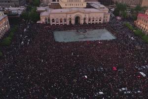 Премьер-министр Армении подал в отставку из-за протестов