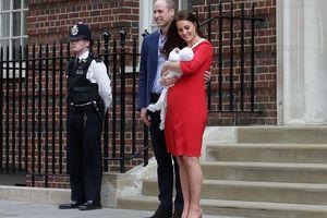 Забирать Кейт Миддлтон из больницы приехали принц Джордж и принцесса Шарлотта