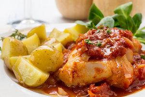 Рецепт дня: филе рыбы в томатно-апельсиновом соусе