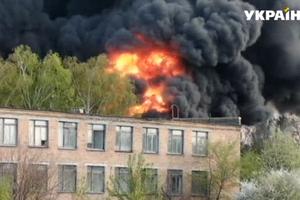 Огромный столб огня и туча черного дыма: в Черкассах вспыхнул мощный пожар