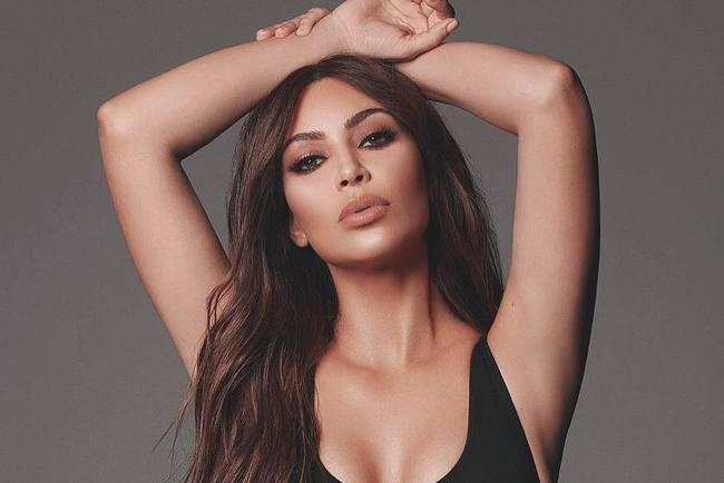 Ким Кардашьян разделась догола для рекламы авторских духов