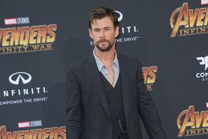 """На премьере фильма """"Мстители: Война бесконечности"""" в Голливуде собрали все звезды Marvel"""